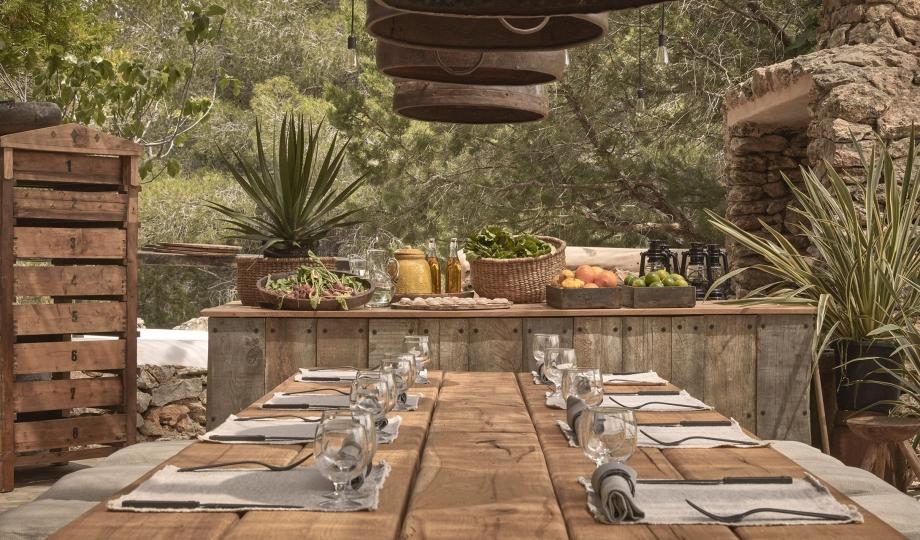 la-granja-ibiza-restaurant-outdoor-table-M-01-r-1