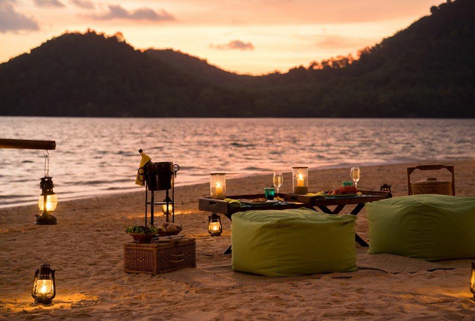 975x660_Island_sunset_barbecue2_[6941-LARGE]-140x87