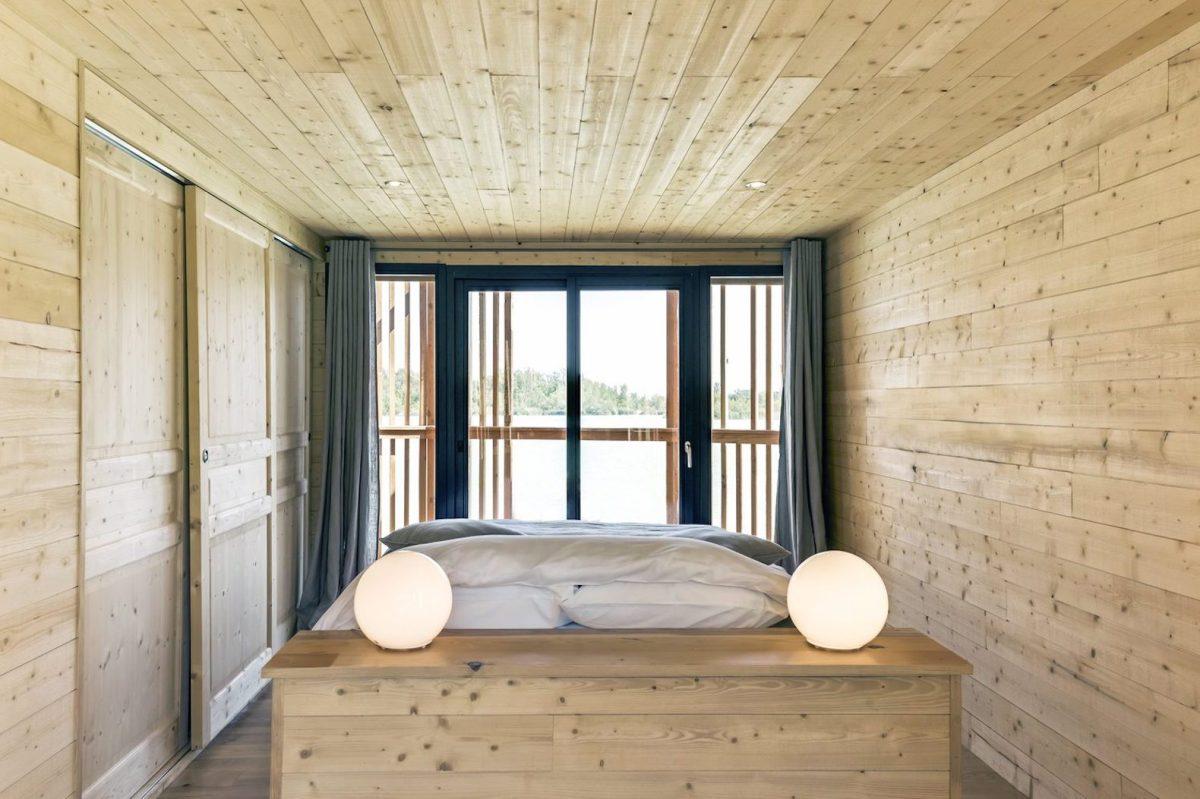 floating-cabins-of-the-cabanes-des-grands-cepages-avignon-2