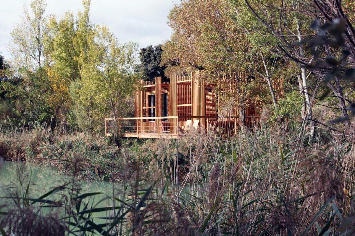 floating-cabins-of-the-cabanes-des-grands-cepages-avignon-4