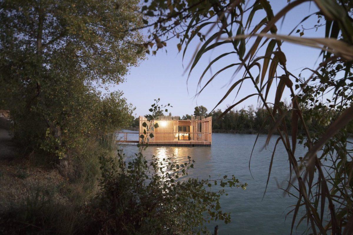 floating-cabins-of-the-cabanes-des-grands-cepages-avignon-5