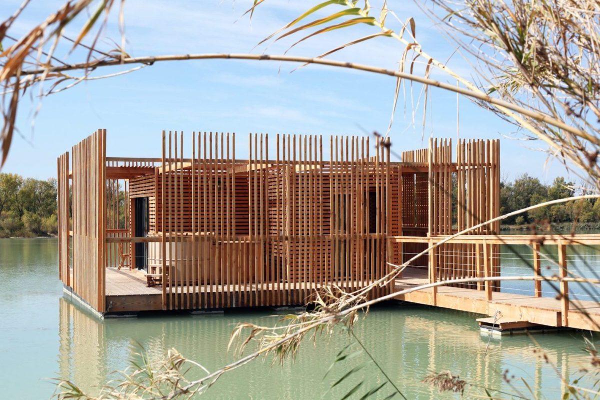 floating-cabins-of-the-cabanes-des-grands-cepages-avignon-7