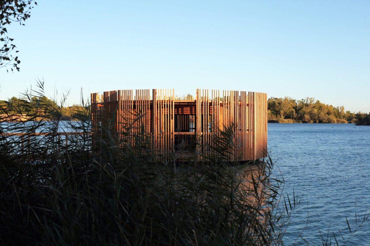 floating-cabins-of-the-cabanes-des-grands-cepages-avignon-8