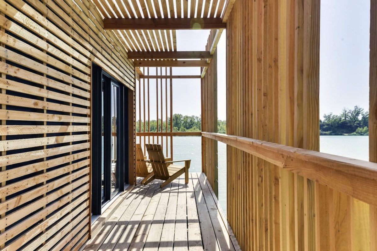 floating-cabins-of-the-cabanes-des-grands-cepages-avignon-9
