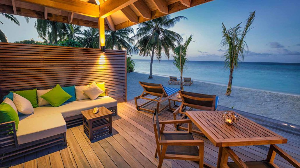 Hurawalhi_Sunrise_Beach_Villa_Deck-1030x579
